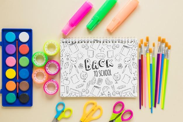 Prodotti colorati per l'inizio della scuola