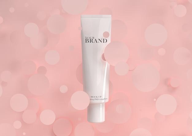 Prodotti cosmetici premium idratanti per la cura della pelle con superficie geometrica.