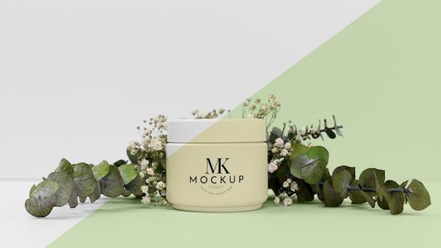 Producto de belleza crema con planta