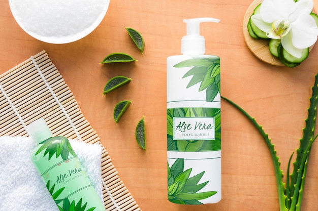 Producto cosmético con rodajas de aloe vera