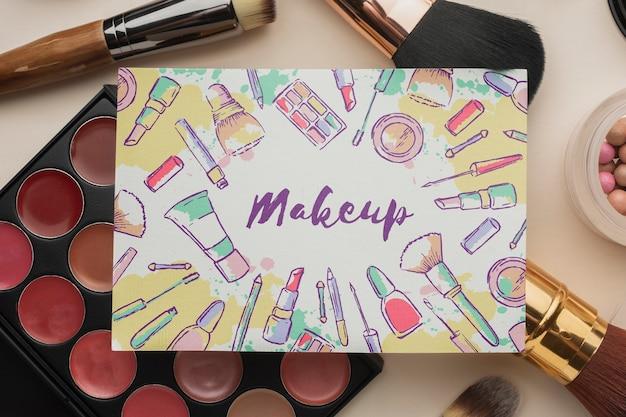 Productos cosméticos de maquillaje para mujeres.