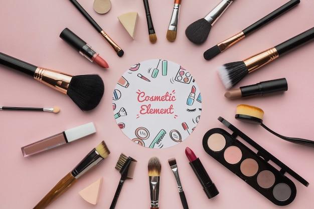 Professionele make-uphulpmiddelen op tafel