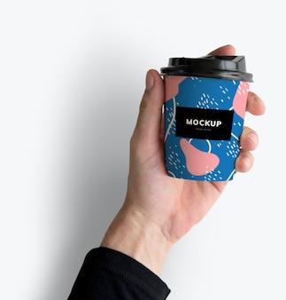 Projeto de maquete de copo de café para viagem colorido