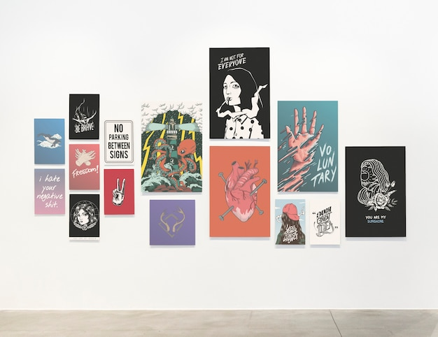 Raccolta di poster motivazionali su un muro