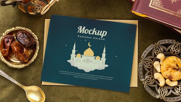 Ramadan print en boekmodel plat leggen