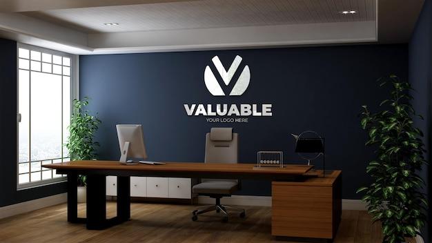 Realistisch 3d-logomodel in de kamer van de bedrijfskantoormanager