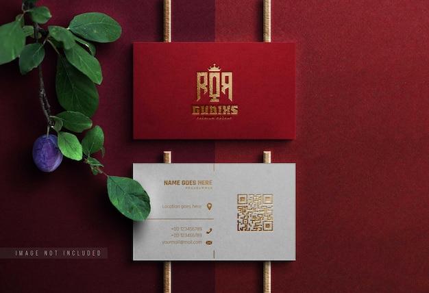 Realistisch mockup-logo rood visitekaartje