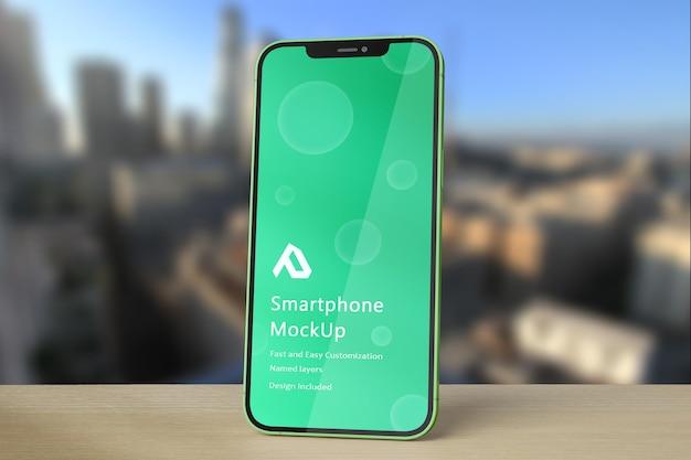 Realistisch smartphonemodel met bokehachtergrond