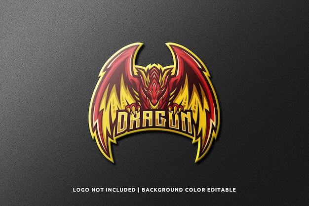 Realistische 3d sport mascot logo mockup op zwarte muur