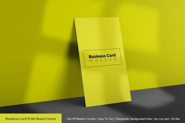 Realistische enkele verticale bedrijf gestructureerde visitekaartjes mockups psd-sjabloon