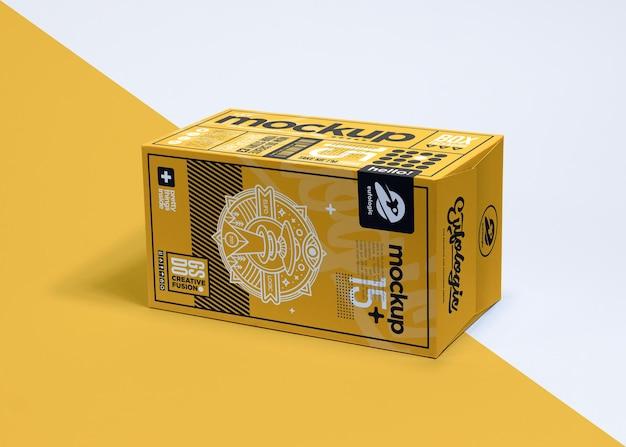 Realistische verpakking gele doos mockup ontwerp geïsoleerd