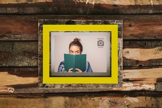 Rechthoekig frame op houten achtergrond