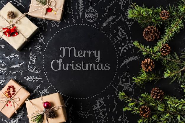 Regalos envueltos para la víspera de navidad en la mesa
