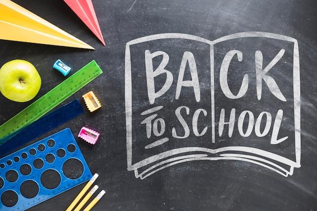 Regeling met benodigdheden voor school op blackboard