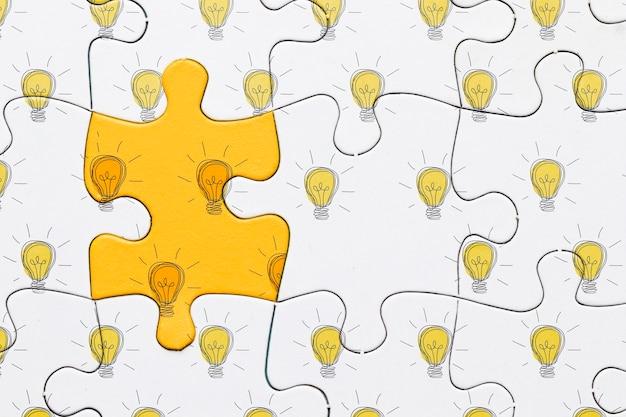 Regeling met witte en gele puzzelstukjes