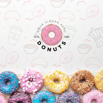 Regeling van kleurrijke donuts met mock-up