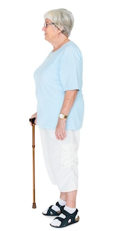 Retrato lateral de una mujer mayor aislada en el fondo blanco