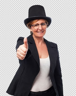 Retrato de una mujer de negocios clásica haciendo símbolo bien
