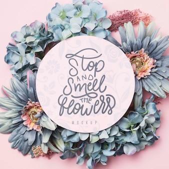Retro bloemen frame met bericht in cirkel mockup
