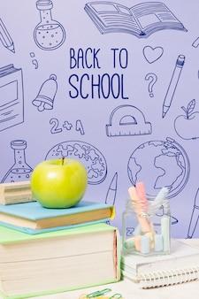 Ritorno a scuola con libri e gesso