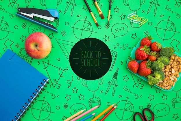 Ritorno a scuola, zaino con materiale scolastico