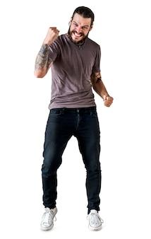 Ritratto di uomo tatuato isolato