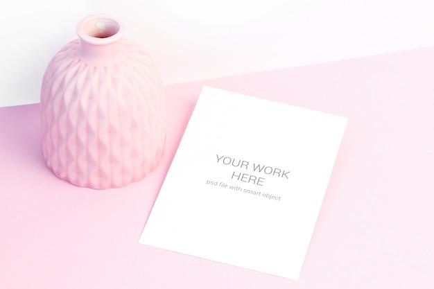 Romantisch kaartmodel met roze kom