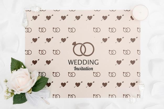 Romantische bruiloft uitnodiging met roos