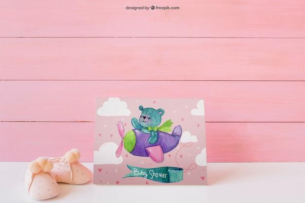 Roze baby mockup met papier