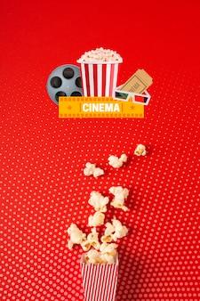Sacchetto di carta popcorn cinema vista dall'alto