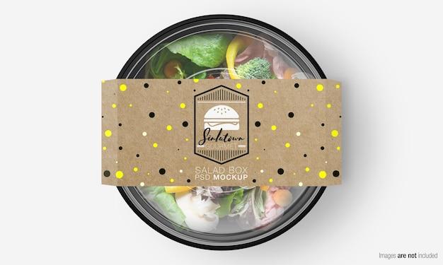 Salade doos mockup met papieren omslag op mix groene salade