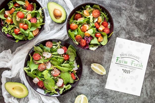 Salade voor lunch op het werk