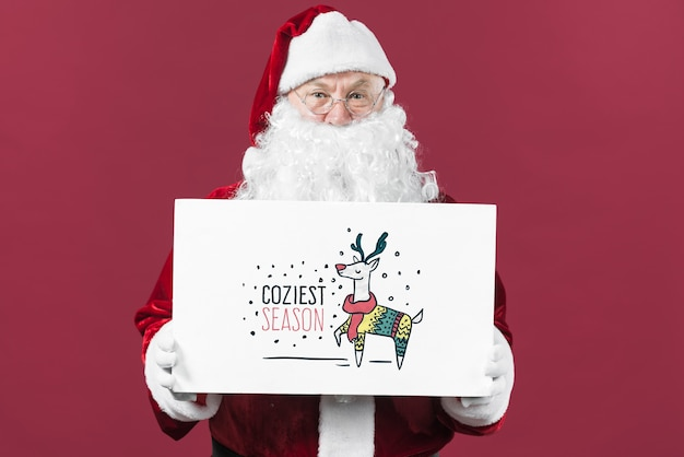 Santa presentando il mockup di cartone