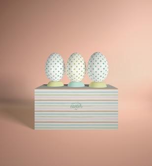 Scatola ad alto angolo con uova posizionate sopra