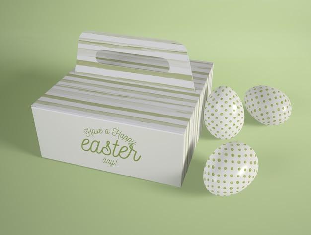 Scatola di cartone animato ad alto angolo con uova