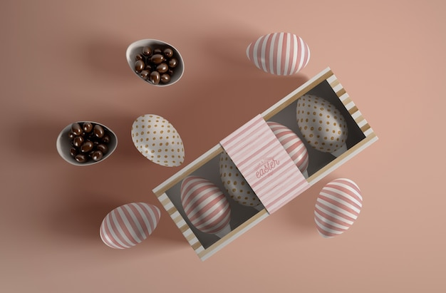 Scatola di vista superiore con le uova per il giorno di pasqua