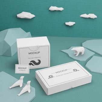 Scatole di cartone di giorno dell'oceano e vita di mare con mock-up