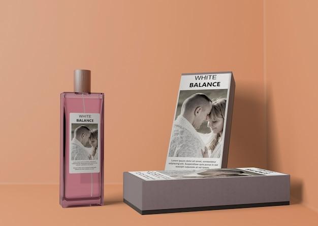 Scatole di profumo e bottiglia di profumo rettangolare