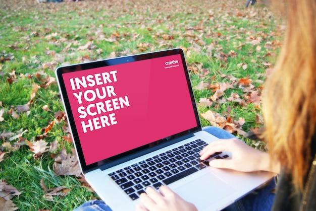 Schermo del computer portatile mock up di progettazione
