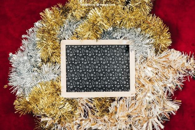 Schoolbord en bloemenkroonmodel met christmtas-ontwerp