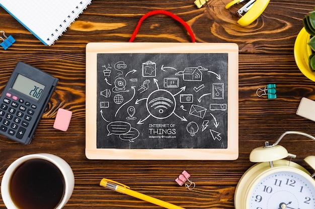 Schoolbord en briefpapier op kantoor