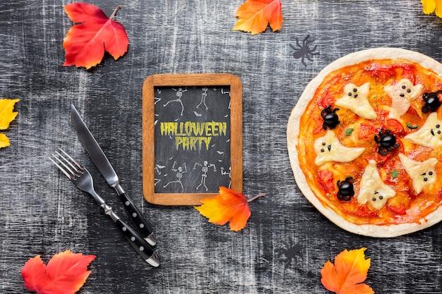 Schoolbord voor halloween met pizza