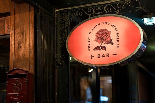 Señalización delantera de tienda de bar