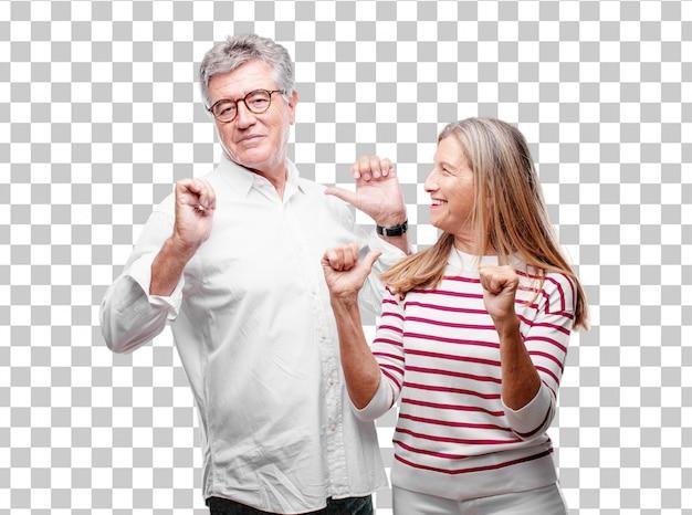 Senior marido y mujer cool con una expresión orgullosa, feliz y segura