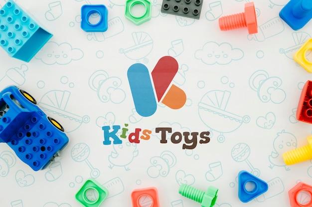 Set di giocattoli per bambini vista dall'alto