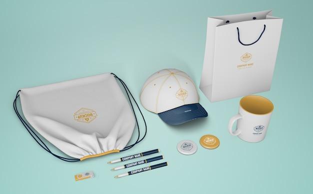 Set di prodotti di merchandising con logo aziendale