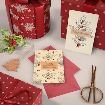 Set kerstkaart en geschenken mock-up