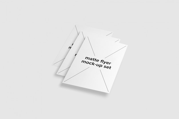 Set de mock up de folletos sobre fondo blanco