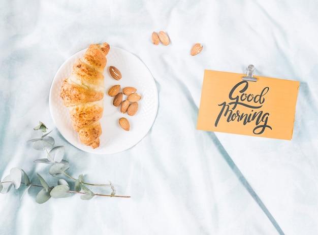 Set ochtend croissant met ochtend kaart