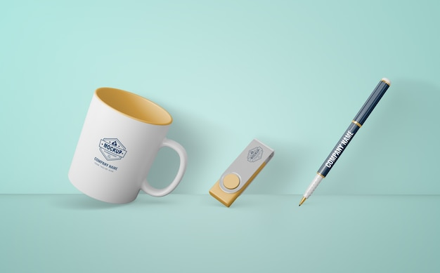 Set de productos de merchandising con logo de empresa
